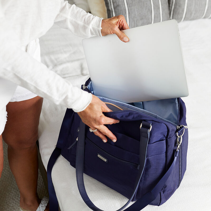 Overnight expandable in navy